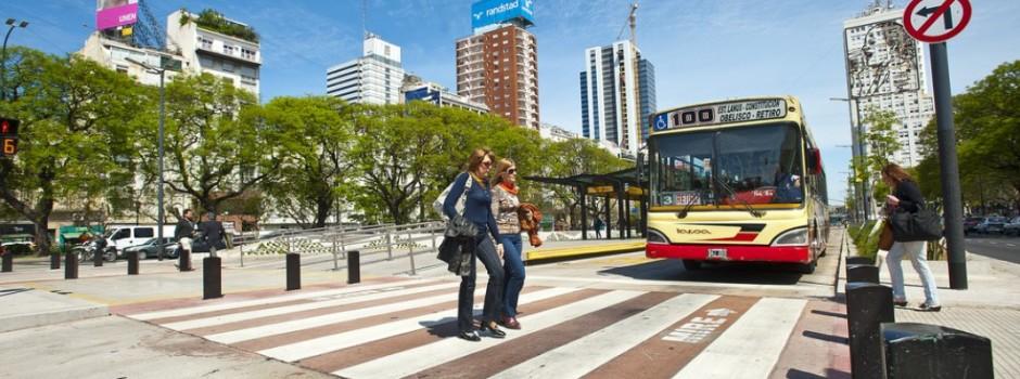 Cómo Buenos Aires despejó su calle más representativa.