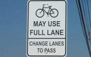"""Nuevo cartel de tránsito en Ohio: """"La bicicleta puede usar todo el carril"""""""