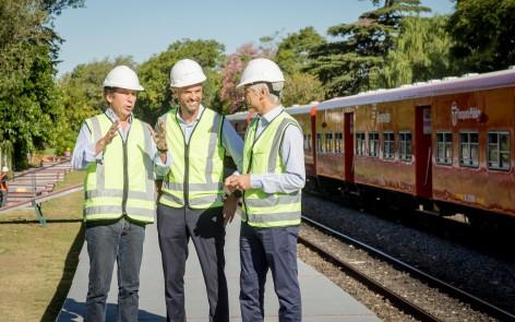 Guillermo Dietrich junto a el presidente de Trenes Argentinos Infraestructura, Guillermo Fiad y el intendente de San Isidro, Gustavo Posse,