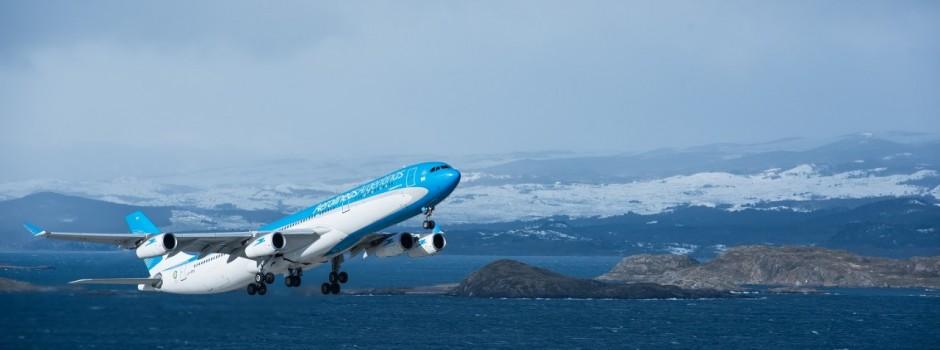 Pasajes aéreos más económicos para que más personas accedan a volar